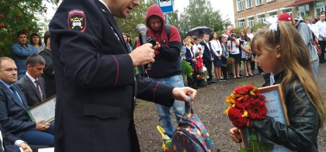 Заместитель начальника УГИБДД поздравил с Днем знаний победителей Всероссийского конкурса «Новый символ ЮИД»