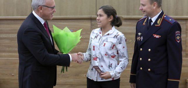 Вручение паспорта гражданина РФ лучшим школьникам региона